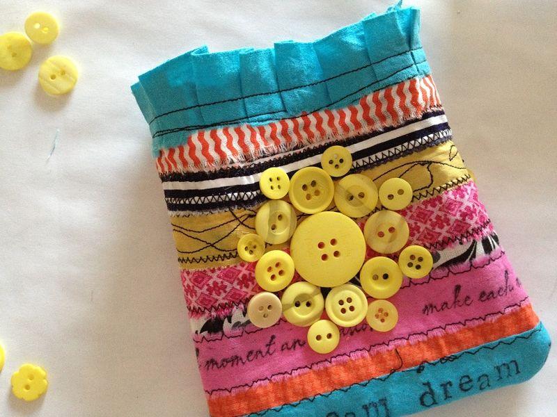 Button design on tote